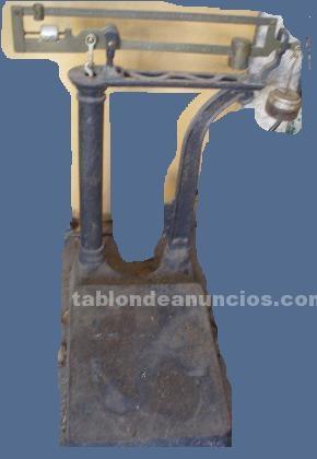 Comercio: Mobiliario y máquinas: Liquido balanza molero hasta 10 kilos $100  y  bascula comercial calibrada $ 800
