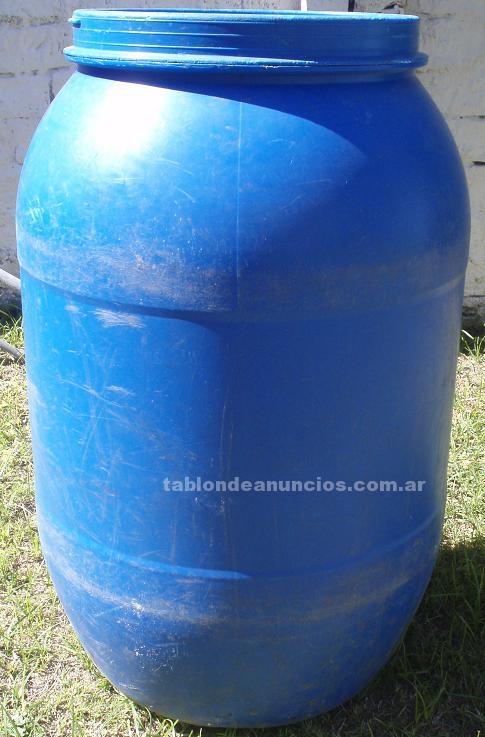 Comercio: Mobiliario y máquinas: Liquido tambores de 200 litros de plástico 30 $ c/u