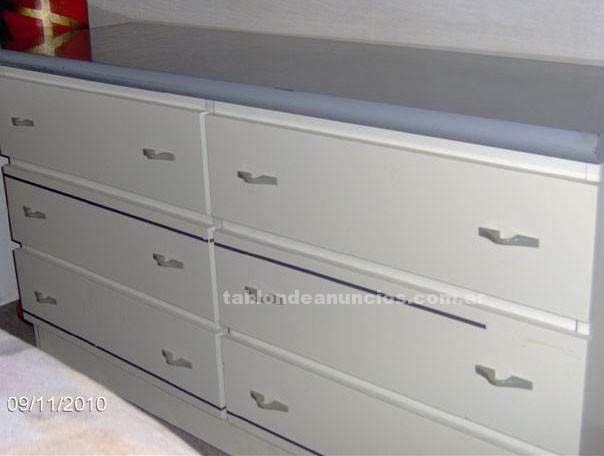 Muebles/Decoración: Vendo comoda + 2 mesitas de luz