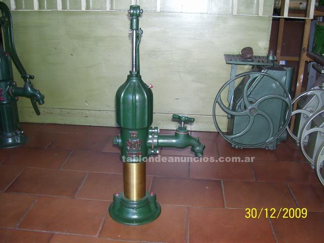 Maquinaria y Herramientas: Bomba manual.