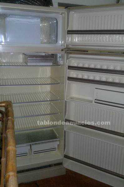 Electrodomésticos y menaje: Heladera saccol con freezer funcionando
