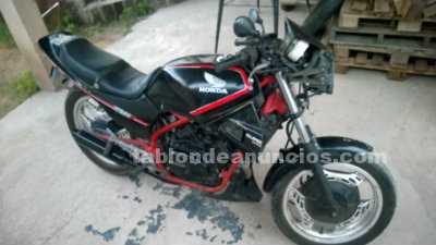 Motocicletas: Vendo vt 250 mod 92 negra